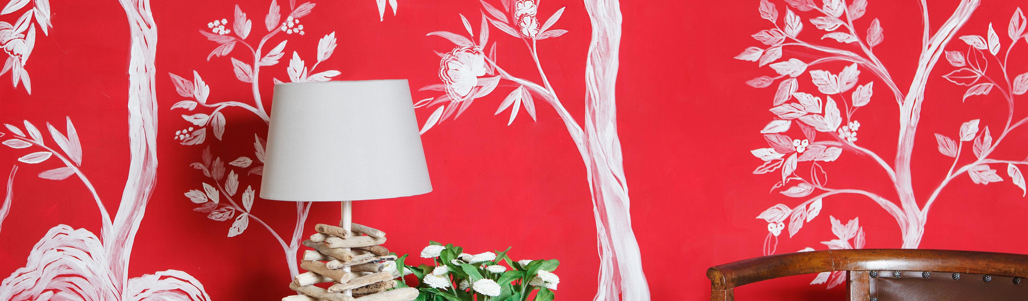 Decorazioni disegnate e dipinte a mano libera su muro ispirate alle ...