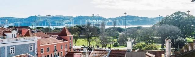 cluttons Lisboa   AMI—14434