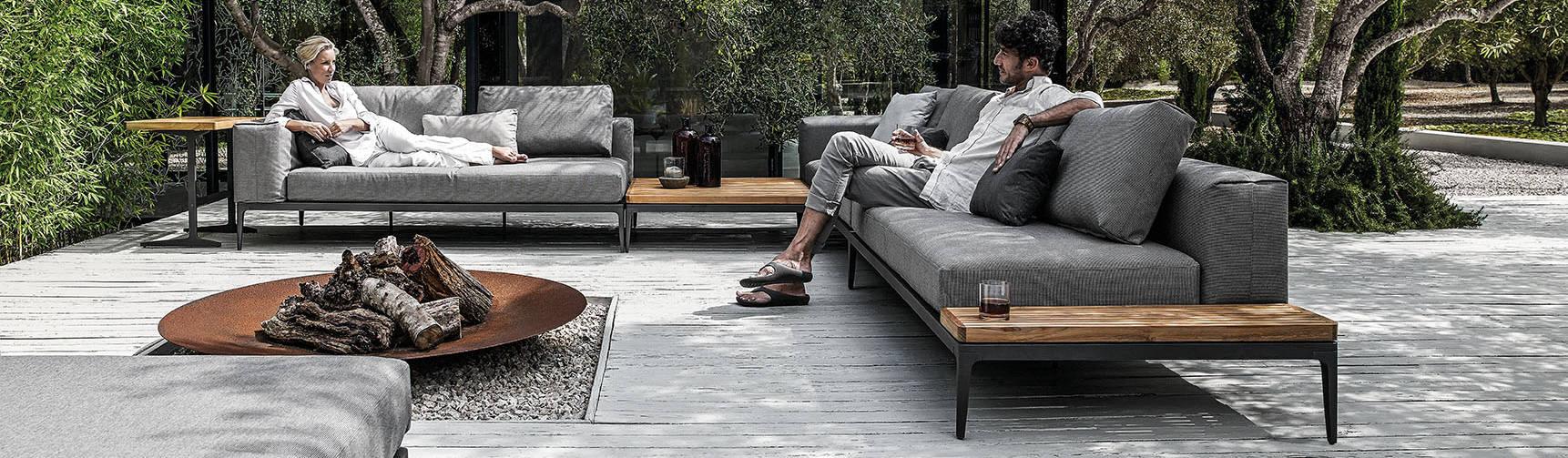 outdoor lounges mit wasserfesten polstern von friedrich living e k homify. Black Bedroom Furniture Sets. Home Design Ideas