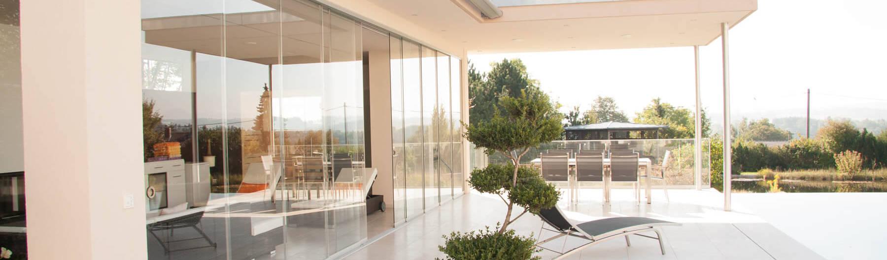 teilverglaste terrassen berdachung aus glas aluminium ganzglasschiebet ren von schmidinger. Black Bedroom Furniture Sets. Home Design Ideas