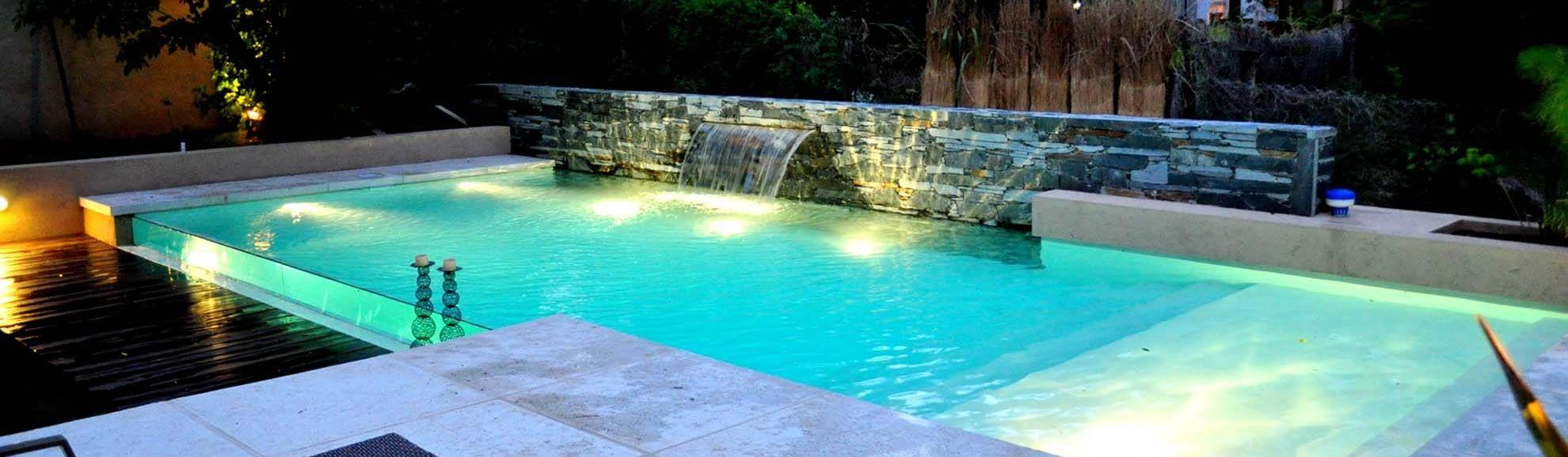 Piscinas familiares de piscinas scualo homify for Fotos de piscinas climatizadas