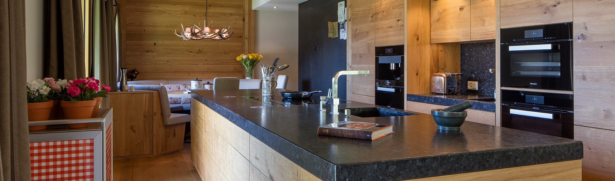 Küche im Shaker Style von BAUR WohnFaszination GmbH | homify