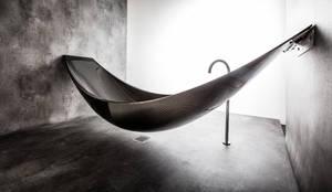 Badewanne Objekte von Wand zu Wand: industriale Badezimmer von Design by Torsten Müller