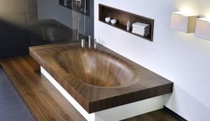 Holz-Badewanne: ausgefallene Badezimmer von Design by Torsten Müller