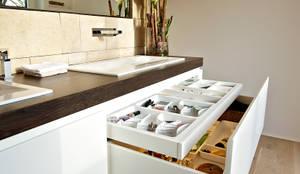Baños de estilo moderno por Helm Design by Ihr Schreinermeister GmbH