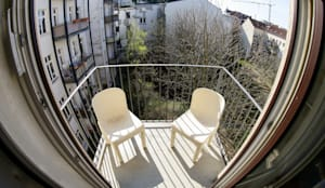 Balconies, verandas & terraces  by DIE BALKONGESTALTER