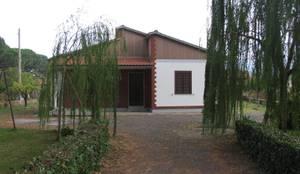 Villa Aquilani - Prima:  in stile  di  INO PIAZZA studio
