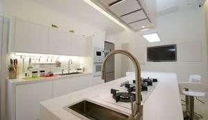 CASA SG 14: Cucina in stile in stile Moderno di CalìArchitetti