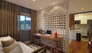 Paredes y pisos de estilo moderno por SESSO & DALANEZI