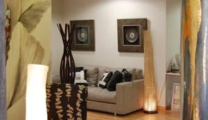 Escaparate y entrada: Vestíbulos, pasillos y escaleras de estilo  de Gramil Interiorismo II - Decoradores y diseñadores de interiores