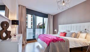Camera da letto in stile in stile Moderno di Home Deco Decoración