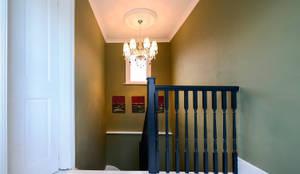klassischer Flur, Diele & Treppenhaus von Grand Design London Ltd