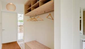 moderne Gang, hal & trappenhuis door Möhring Architekten