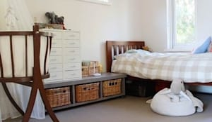 Kid's room:  Nursery/kid's room by Metro Wardrobes London
