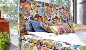 łóżko kontynentalne Duke Flower Power: styl , w kategorii Sypialnia zaprojektowany przez Swarzędz Home