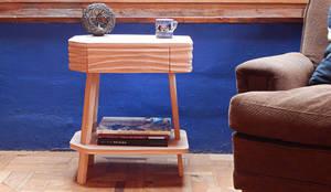 MESA DE LUZ Y AUXILIAR TALAMPAYA: Livings de estilo ecléctico por TocToc - Muebles y Objetos Argentinos