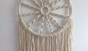 tiare modern macrame dreamcatcher macram moderne attrape r ve por lou perdigaou homify. Black Bedroom Furniture Sets. Home Design Ideas