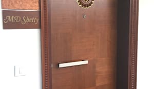 SPACE HI-STREAK, KULSHEKAR, MANGALORE:  Windows & doors  by Indoor Concepts