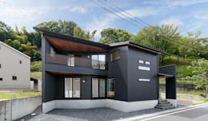 三角地に建つ木の薫る家: 株式会社アートハウス が手掛けた壁&床です。
