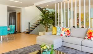SALA DE ESTAR . INTERDESIGN: Sala de estar  por Interdesign Interiores