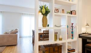 Ingresso, Corridoio & Scale in stile in stile Moderno di Traço Magenta - Design de Interiores