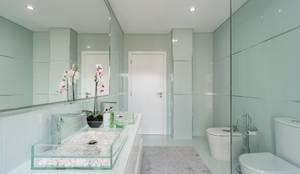 CASA DE BANHO . INTERDESIGN: Casa de banho  por Interdesign Interiores