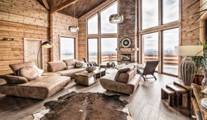 Wohnzimmer mit Wow Effekt:   von Woody-Holzhaus - Kontio
