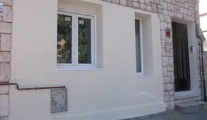 Después de la Reforma. Vista de la fachada de la vivienda:  de estilo  de Arquigestiona Reformas S.L.