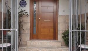 Ventanas y puertas de estilo  por Cooperativa de la madera 'Ntra Sra de Gracia'