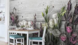 Bilderwelten Landhausstil Vliestapete Beton und Blumen: moderne Küche von Bilderwelten
