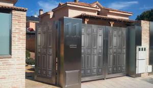 Garajes de estilo moderno de Lamitec SA de CV