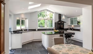 Kitchen Extension:   by Hampshire Design Consultancy Ltd.