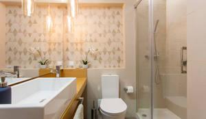 Casa de banho: Casa de banho  por Traço Magenta - Design de Interiores
