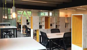 Oficinas Incowork: Oficinas y tiendas de estilo  por 2712 / asociados