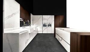 Binova Vesta: Cucina in stile in stile Moderno di BINOVA MILANO