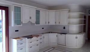 Cucine classiche bianche di Falegnameria su misura | homify