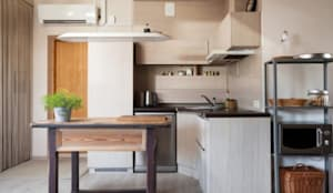 An eclectic design of furniture and home décor accessory pieces: modern Kitchen by Rebel Designs