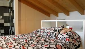 CAMERA DA LETTO: Camera da letto in stile in stile Moderno di ARREDAMENTI PIVA