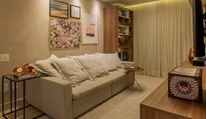 Sala integrada com cozinha: Sala de estar  por Paula Müller Arquitetura e Design de Interiores