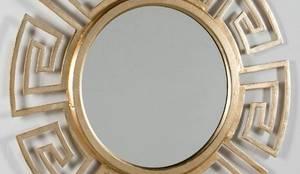 Espelho redondo em dourado Round gold mirror  PALONA http://www.intense-mobiliario.com/pt/espelhos/17711-espelho-palona.html: Casa  por Intense mobiliário e interiores;