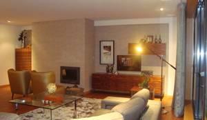 Decoração na integra de apartamento - Edifício Amieiros - Porto: Sala de estar  por Conceicao Lopes