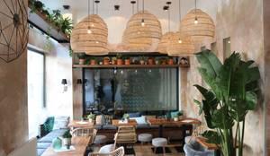 multiple rattan lamps :  Esszimmer von Ivy's Design - Interior Designer aus Berlin,