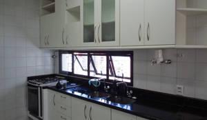 Cozinha antes:   por Bernal Projetos
