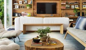 Mesa de Centro em Madeira Maciça: Sala de estar  por ArboREAL Móveis