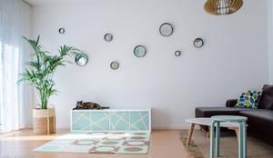 Wohnzimmer mit Kinder-Spiel-Ecke: moderne Wohnzimmer von KHG Raumdesign