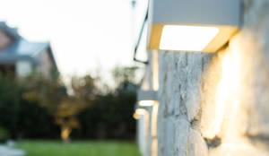 Luci da esterni: Giardino in stile in stile Moderno di AbitoVerde