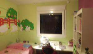 Dormitorio niña ANTES:  de estilo  de Almudena Madrid Interiorismo