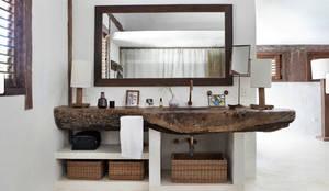 Muebles de baño artesanales importados de Bali: Baños de estilo  de Ale debali study