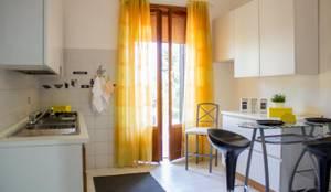 Home Staging di appartamento in condominio indipendente- Roma:  in stile  di Angela Paniccia Home Staging& Redesigner  - Consulente d'immagine immobiliare