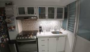 Remodelación de cocina:  de estilo  por Alejandra Espinosa